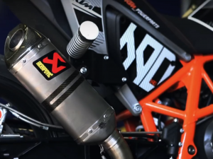 Rok's KTM 690 stunt Duke goes From Slip-On to full Akrapovič race