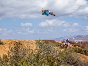 Twitch & Crew – Riding At Potter's
