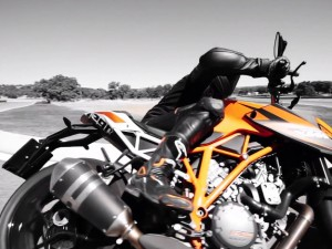 KTM 1290 SUPER DUKE R Action video – Redux