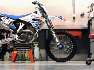 A closer look: Wilvo Nestaan Husqvarna Factory Racing / Tonkov's first test on the Husqvarna