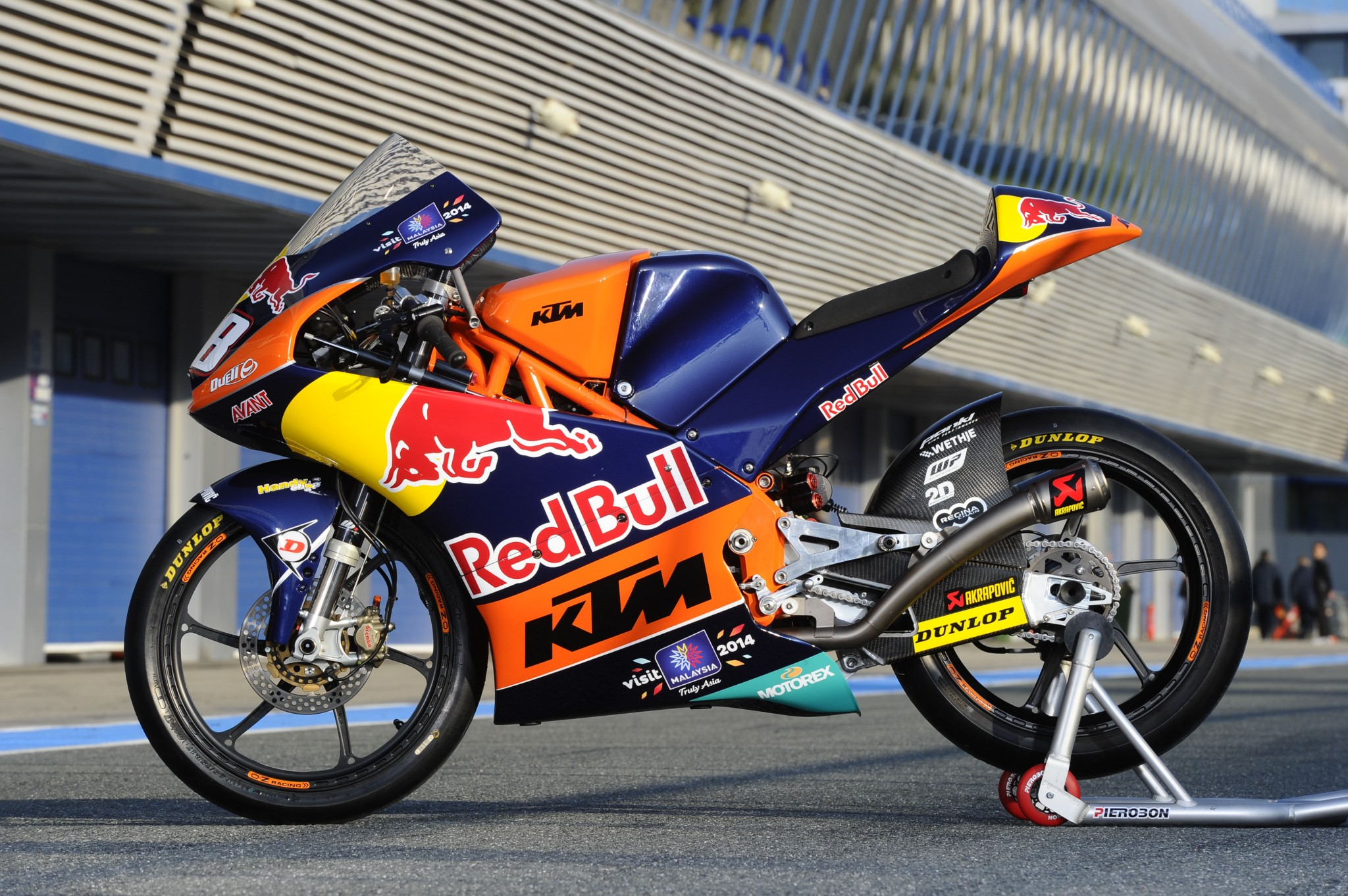 KTM Moto3 – Team Shooting 2014 | DERESTRICTED