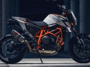 2014 KTM 690 Duke R photoshoot