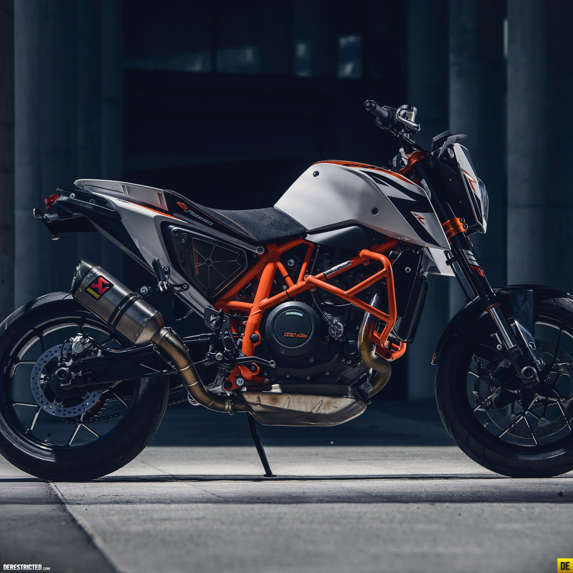 More photos from Sebas Romero, this time of the 2014 KTM 690 Duke R