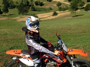 Day 2 @dirtpark and day 2 on the #Ktm 350 on the fun 30m hill jump/drop. Easing into it.