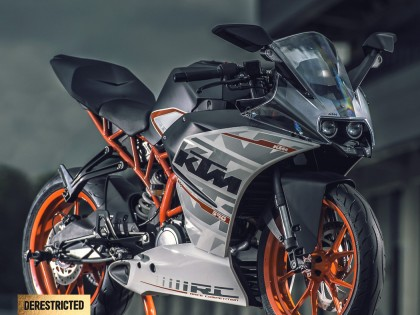 KTM RC 390 Action Video and photos