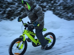 Papa can I pleeese ride my bike? :) #snow #scottbikes #scott2luvit #ride100percent