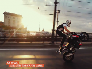 Rok Bagoros exploring Istanbul with his KTM 200 Duke