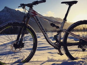 -2 degrees out but grip is surprisingly good. #mtb #snow #VIPA @momsenbikes #inspiredbythemountains