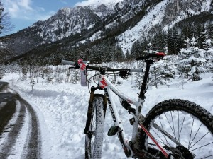 Getting quite into this winter riding!! #snow #addicted #VIPA #inspiredbythemountains #mtb #ride100percent