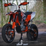 There is not much on this planet that looks as badass as a well put together #supermoto ! @supermofools know how to do it right! Big post with 2 of their #ktm #exc 's up on derestricted.com