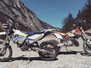 Which one you want to ride first? :) #Husqvarna #fe350 #ktm #250exc #enduro @xbowlarena #de_portfolio with @zajcmaster