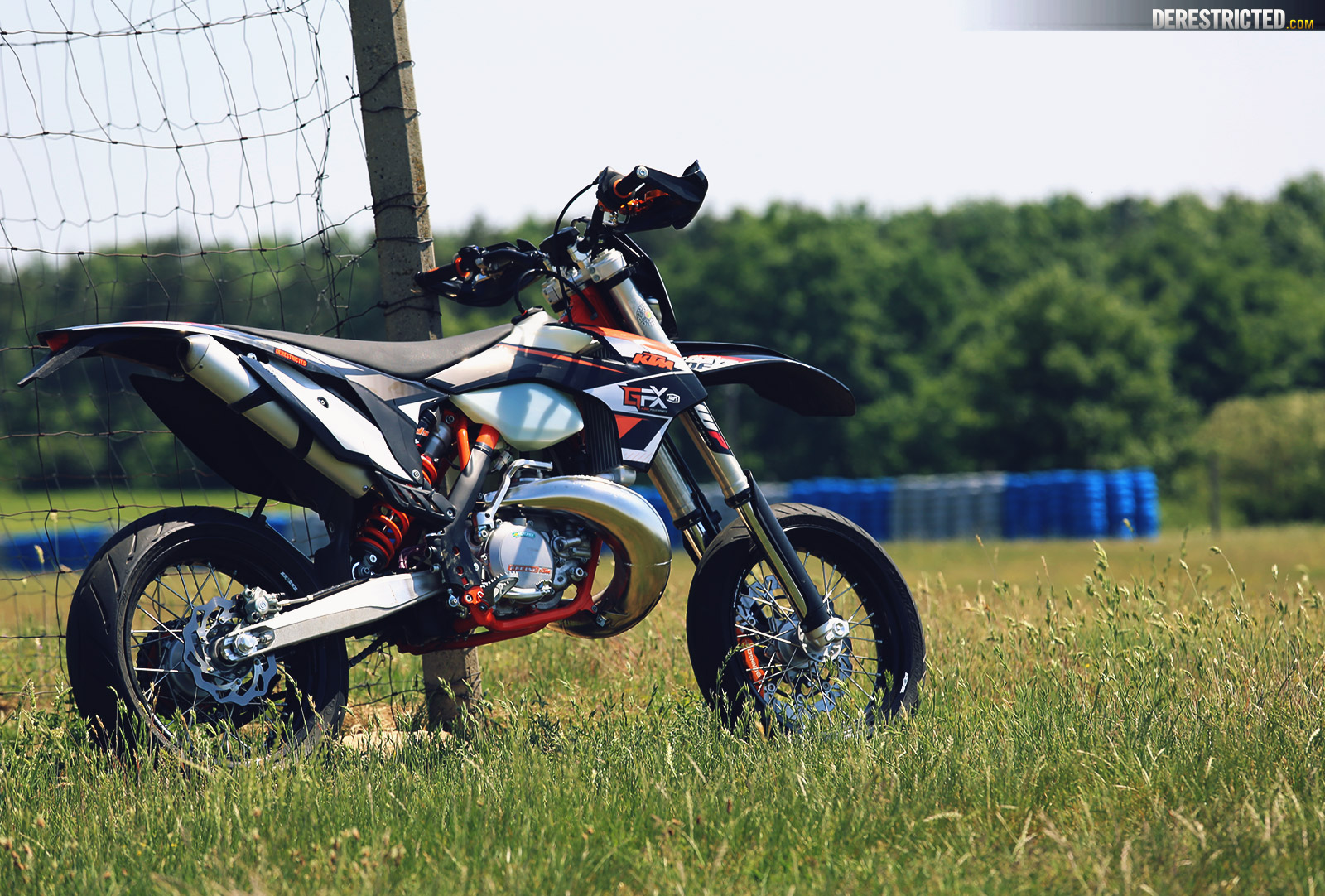 ktm 250 exc supermoto on the track derestricted. Black Bedroom Furniture Sets. Home Design Ideas