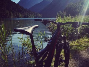 A nice mellow lake greets you after riding down one of the steepest, rockiest, most scenic trails in all of salzburgland at Thumsee! #ride100percent #Specialized #stumpjumperfsr @enduromag