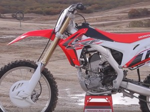 2016 Honda CRF250R First Ride – MotoUSA
