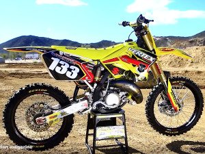 Suzuki RM125 2 stroke project build || Shaken not Stirred|| Motocross Action Magazine