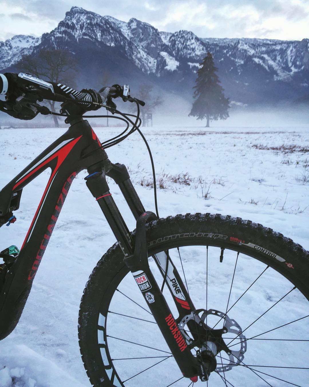 Excellent ride in the #snow today! No need to stop riding just because there is snow, it's actually surprisingly good fun to ride in :) #stumpjumperfsr #ride100percent #MTB