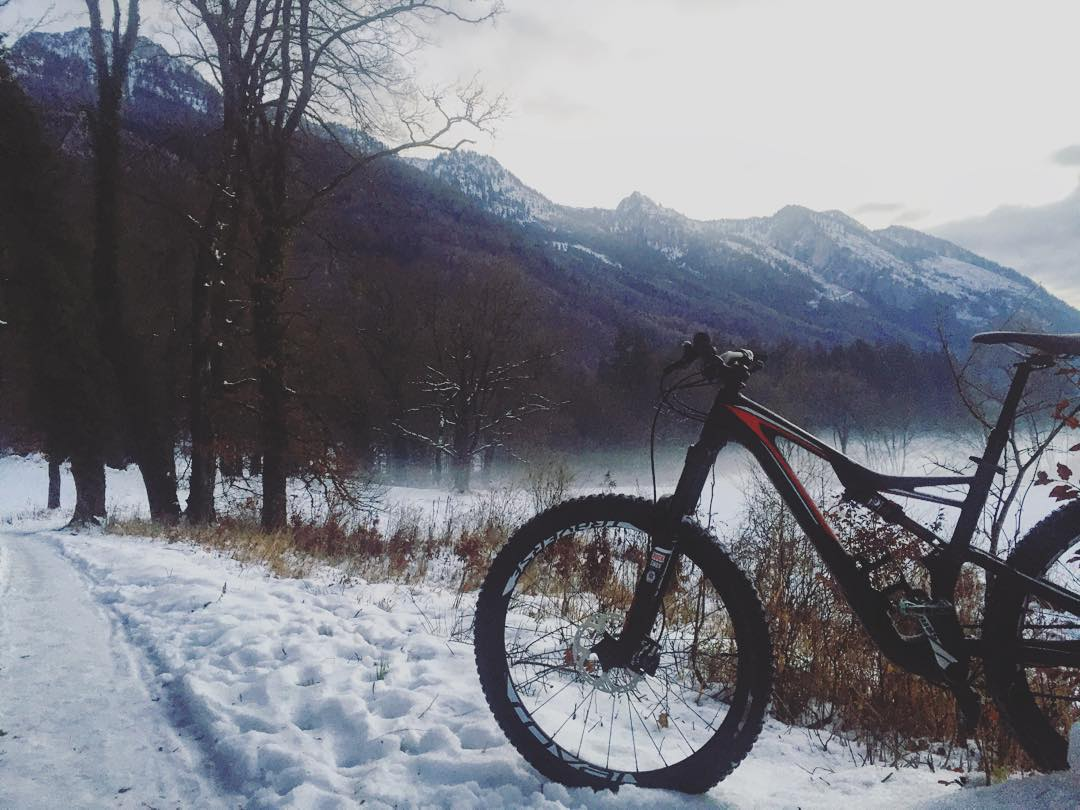 Fresh! #snow #mountains #ride100percent #stumpjumper #rockshox