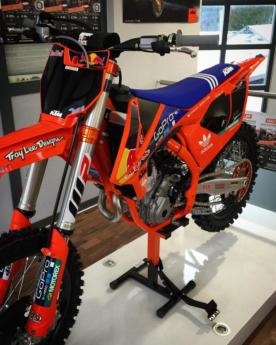 Other side of the @tld_moto #KTM #250sxf sitting @ktmsalzburg  #moto