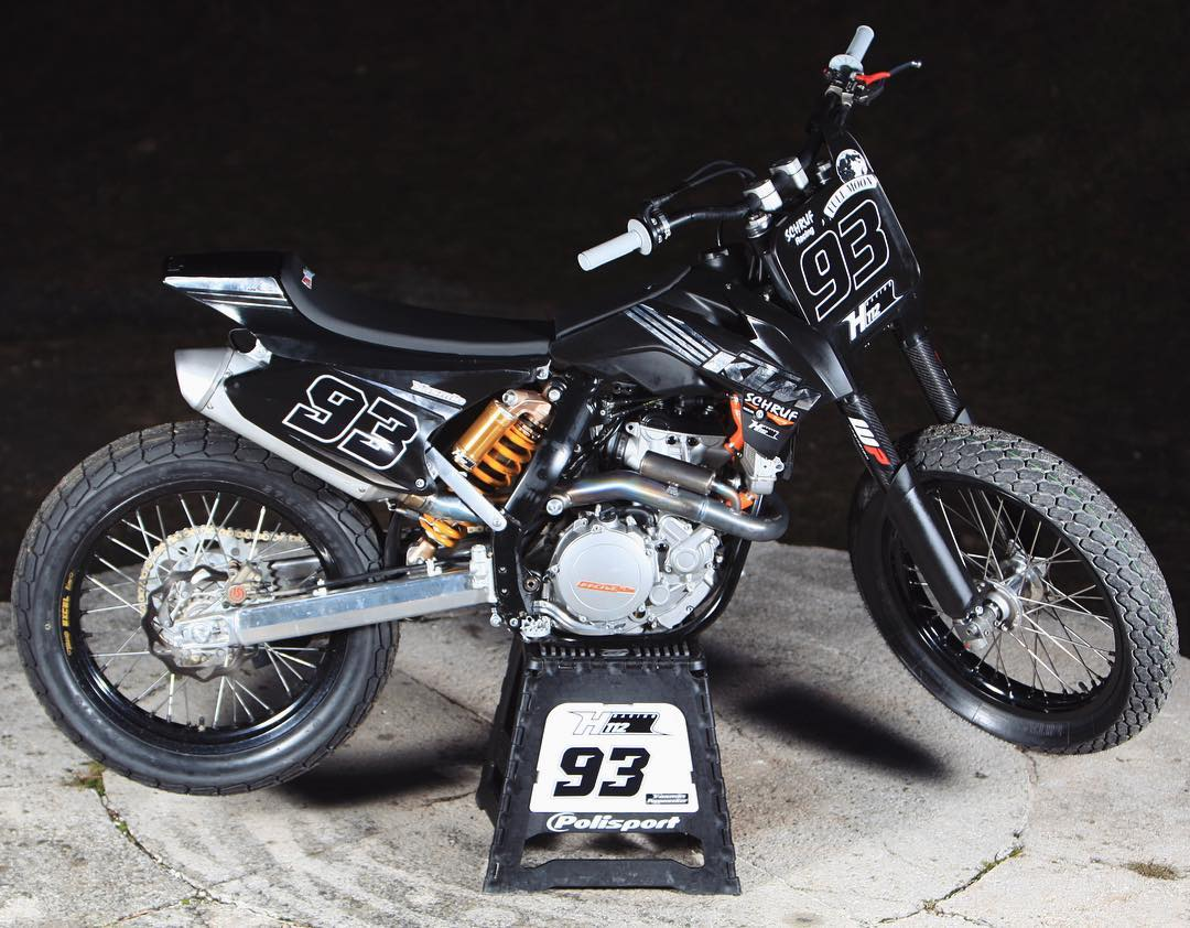 How cool is this KTM SX-F 450 modified for flat track?! Tank / spoiler are off a KTM 85 SX. Rear subframe has been adapted for the new seat. 19 inch wheels with flat track tires. Suspension has also been adapted for flat track.  Rider of the bike is Yasmin Poppenreiter (AT). She will ride it in the Czech and Italian Flattrack Championship.  Thanks to Martin Sulzbacher for sending us the bike and info! Think the bike even has part of an old black/chrome sticker kit I designed too :) #flattrack #flattracker #KTM