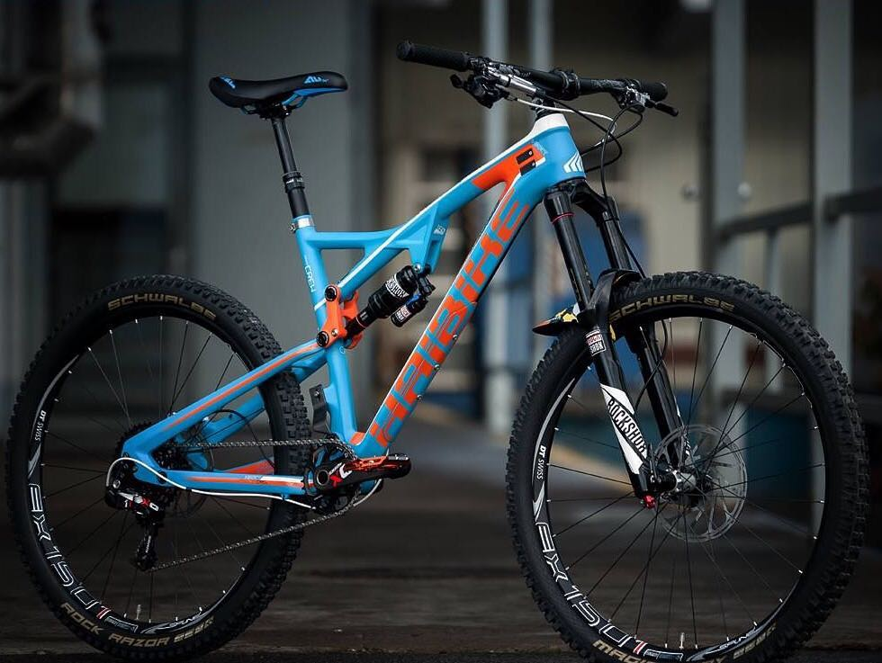180/160mm of travel on this #heet and a weight of only 12.5kg! photo by Enrico Hasse.  #enduro #MTB #Haibike #mountainbike #rockshox #sram