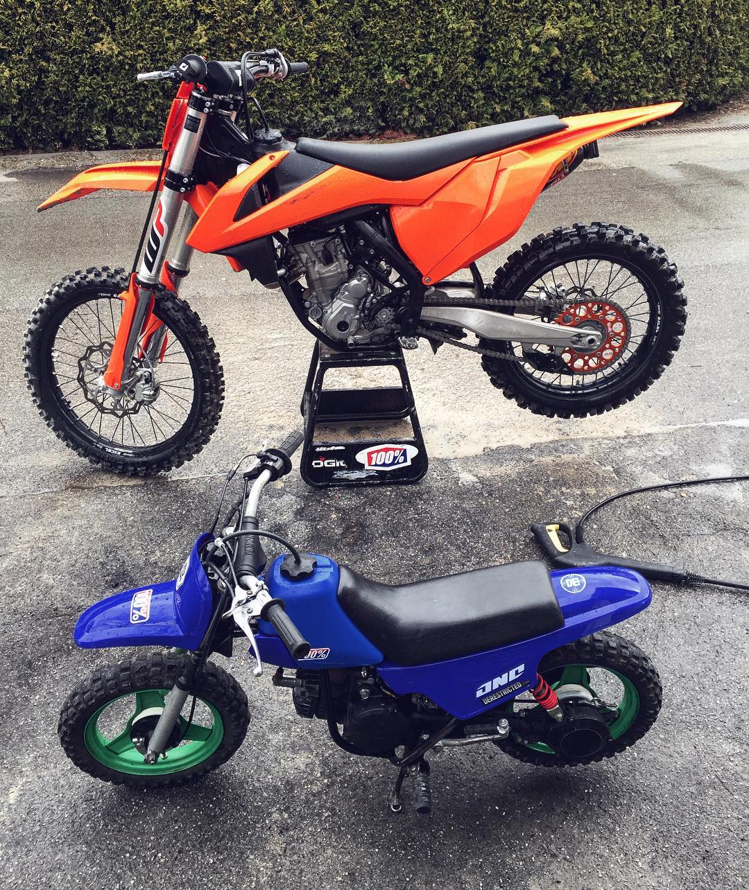 sunday bike wash with the kids ktm 350sxf yamaha pw50 derestricted. Black Bedroom Furniture Sets. Home Design Ideas