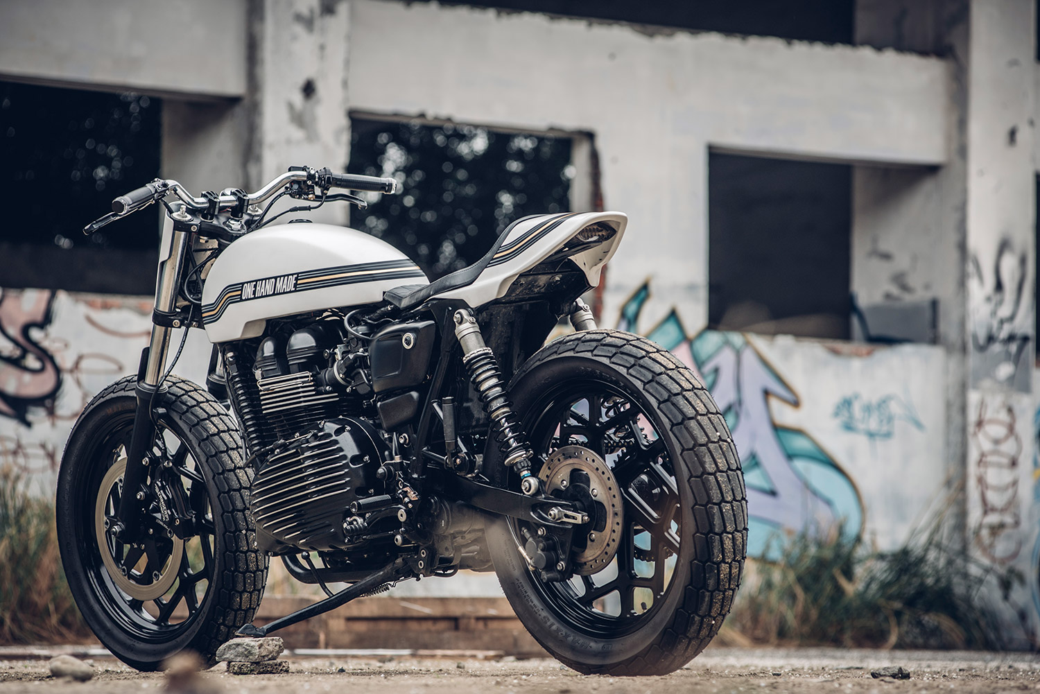 triumph-thruxton-tracker-custom_05