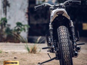 Custom Triumph Thruxton Tracker from Onehandmade