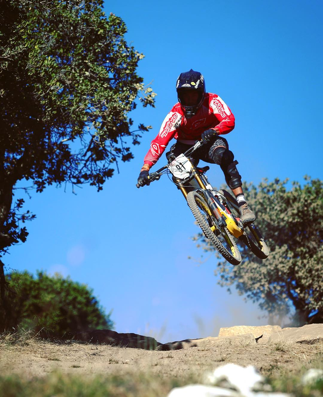 The rock garden on the #eMTB #XC race track at #seaotterclassic was causing some people a few problems on their hard tails. The #XDURO #dh on the other hand was loving it! @ejko28 catching some air. #mtb