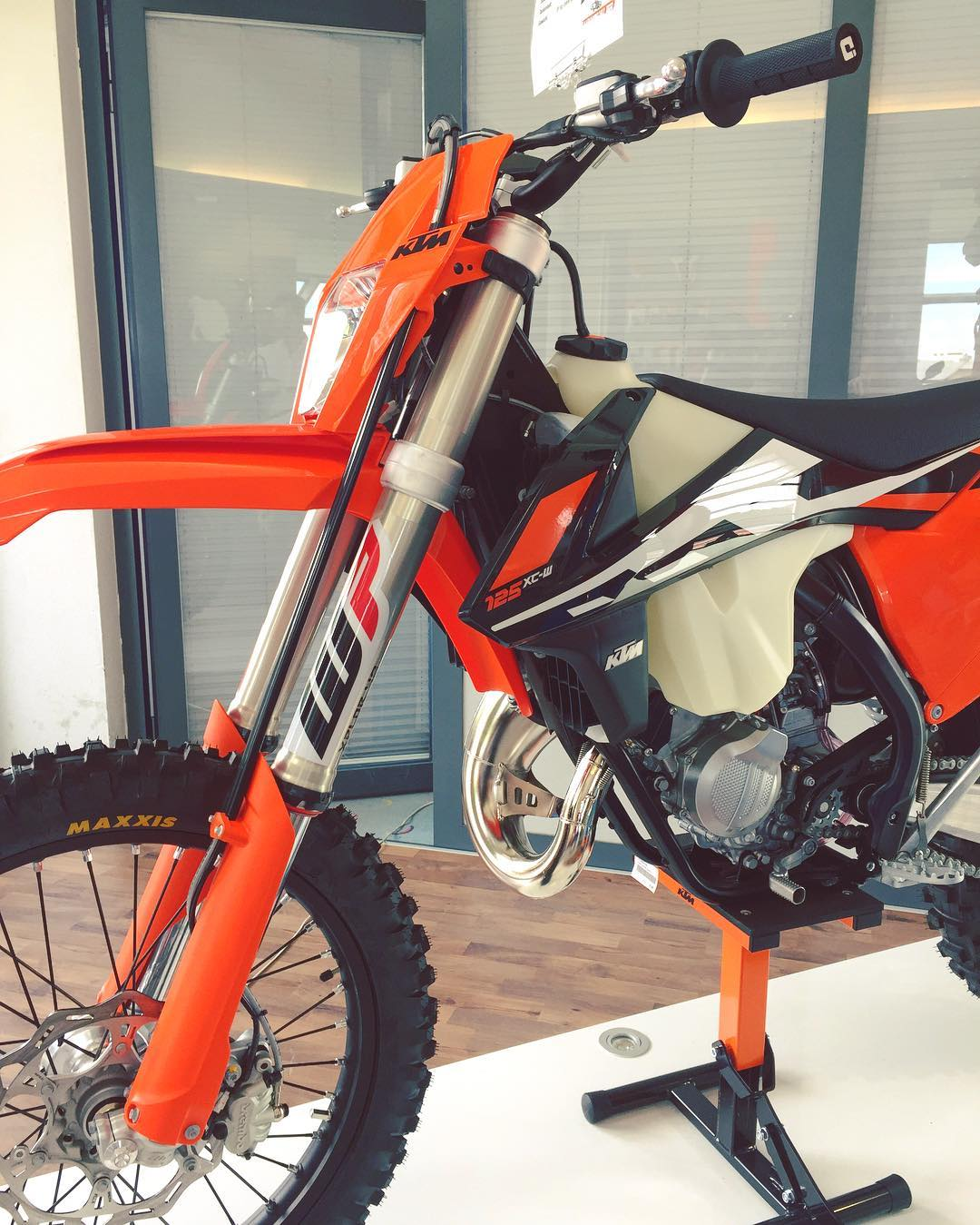 Due to Euro homologation issues, The #KTM #125exc is no more but it has been replaced with the similar although no longer road legal #125xcw as seen here @ktmsalzburg #enduro