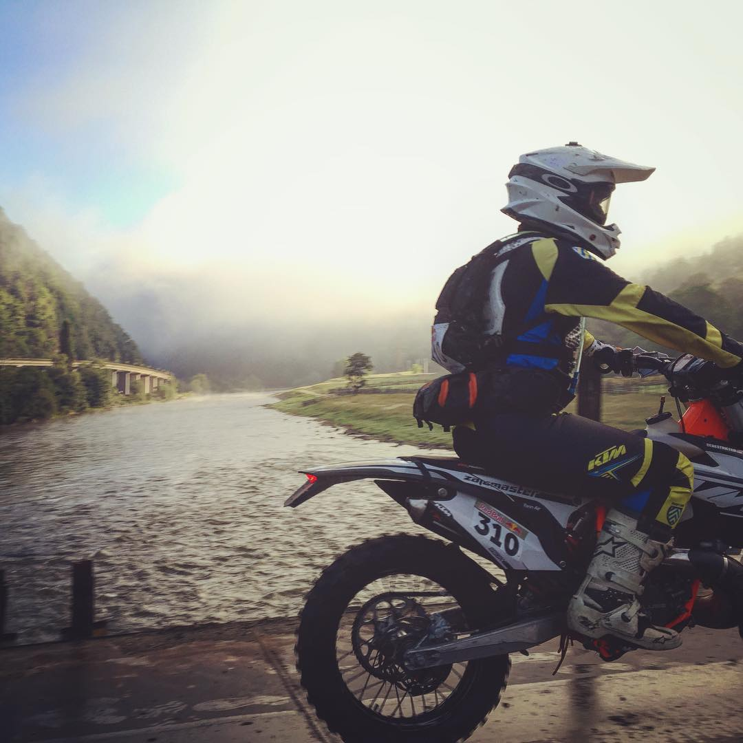 I'm moving house this week so couldn't make it to Romaniacs this year, but next year it's on again for sure! Here's a throwback to a slippery bridge at the start of day 3 last year with my man @zajcmaster #KTM #ENDURO