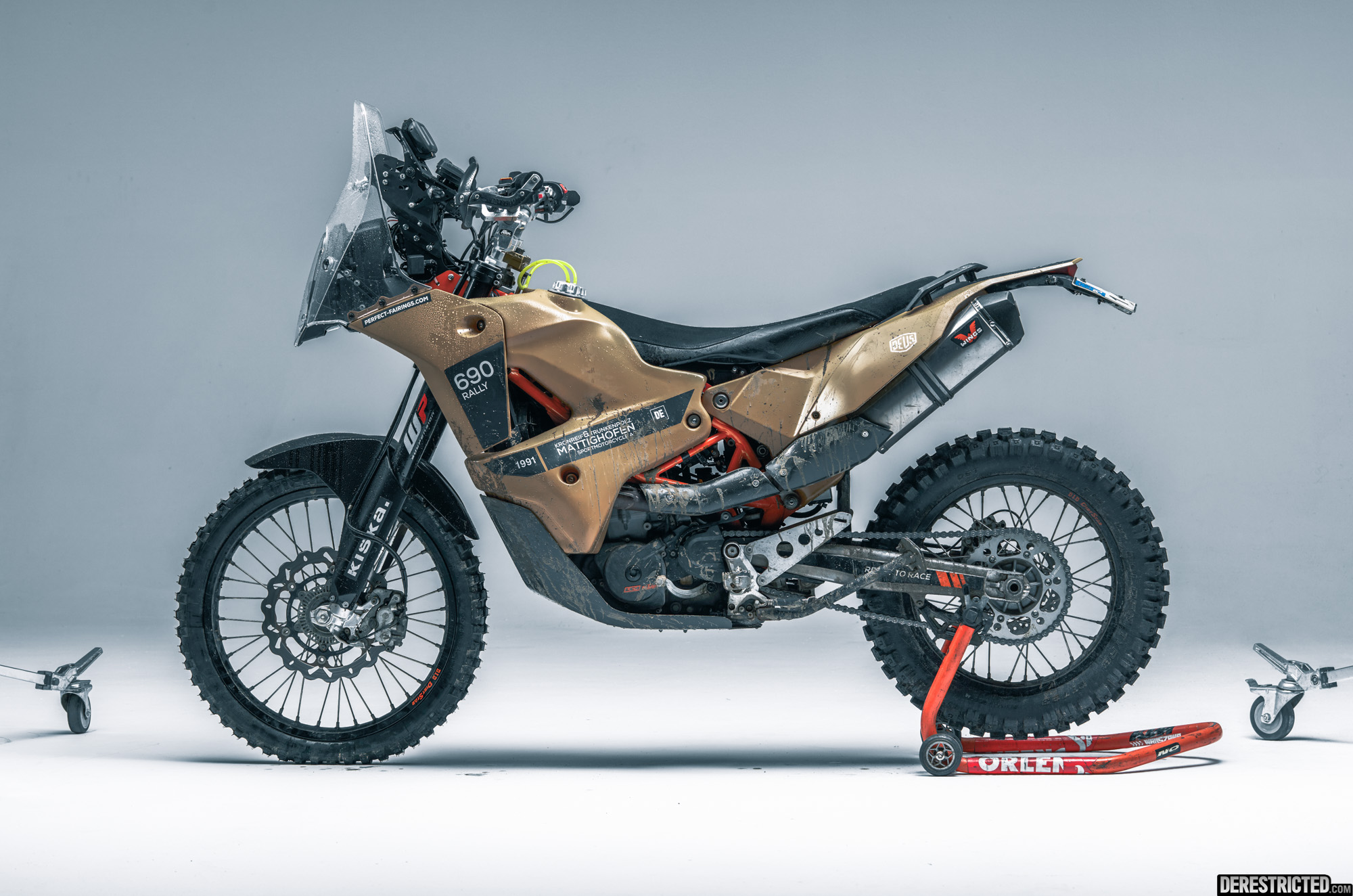 ktm 690 enduro rally custom from rafael gorski derestricted. Black Bedroom Furniture Sets. Home Design Ideas