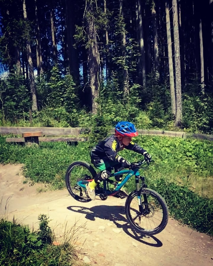 Heading up on the chair for a 5th run with my boy. He doesn't want to stop!  @propain_bicycles #frechdax #mtb #kidswhoride