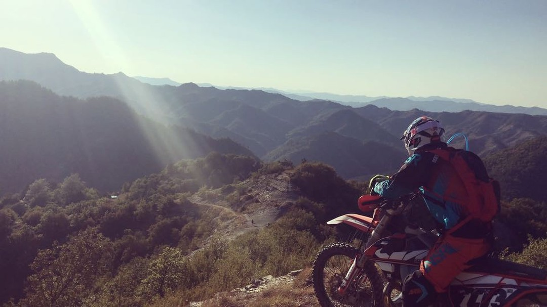That's it, we're done, batteries dead after 4 days riding. Such a rad trip with #Motoclub #Modigliana @mengolor nailing the final shot after a gnarly climb before the batteries died on the iphone gimbal too! #Enduro #KTM #300exc #ride100percent
