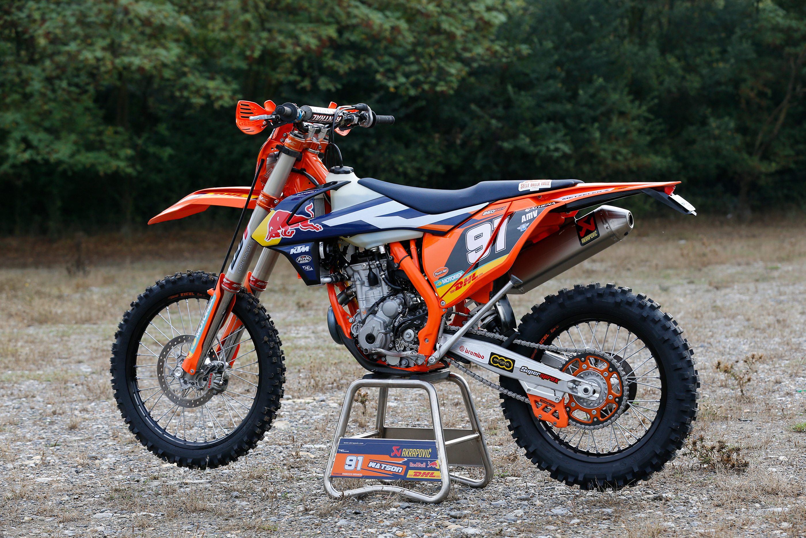 nathan watson s ktm 250 exc 2017 factory bike de ride review derestricted. Black Bedroom Furniture Sets. Home Design Ideas