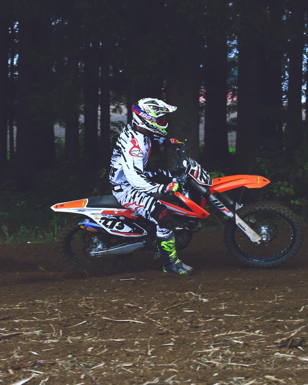 Starting to get excited for @tschugg23 's Invite only race this weekend! Not sure if the #300EXC will be as good for it as the #350SXF I had last year but can't wait to race anyway! #ktm #moto @fmf73 @ride100percent 📷 @speedyvelocity2000