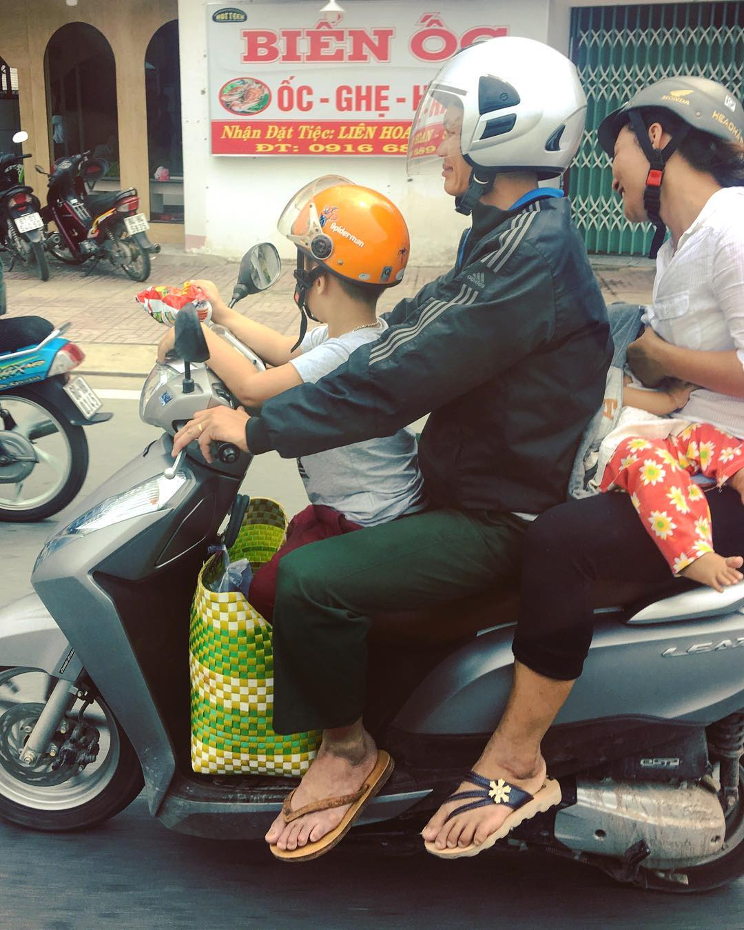 You see this all the time here in Ho Chi Minh City, so cool. You would be sent to jail in Europe if you did this for sure! Great country Vietnam, super impressed with it so far. Seen a Few nice bikes but didn't manage to get any photos in the crazy traffic! #moto #travel