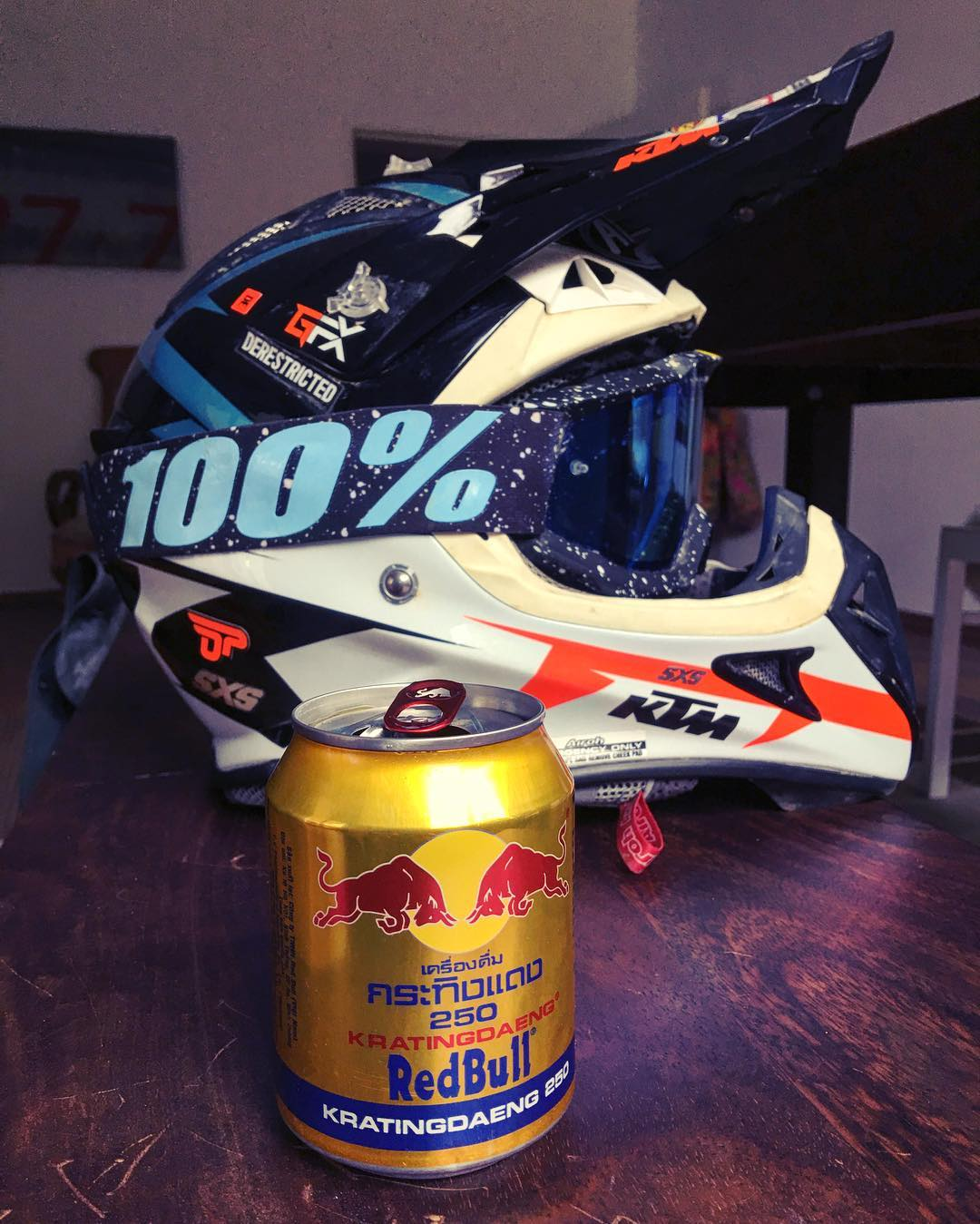 Got given a can of the original red bull whilst over in Vietnam. Tastes similar but is totally flat and a little thicker in texture. Actually pretty tasty too. Thanks Ingor! #redbull #airoh #ride100percent
