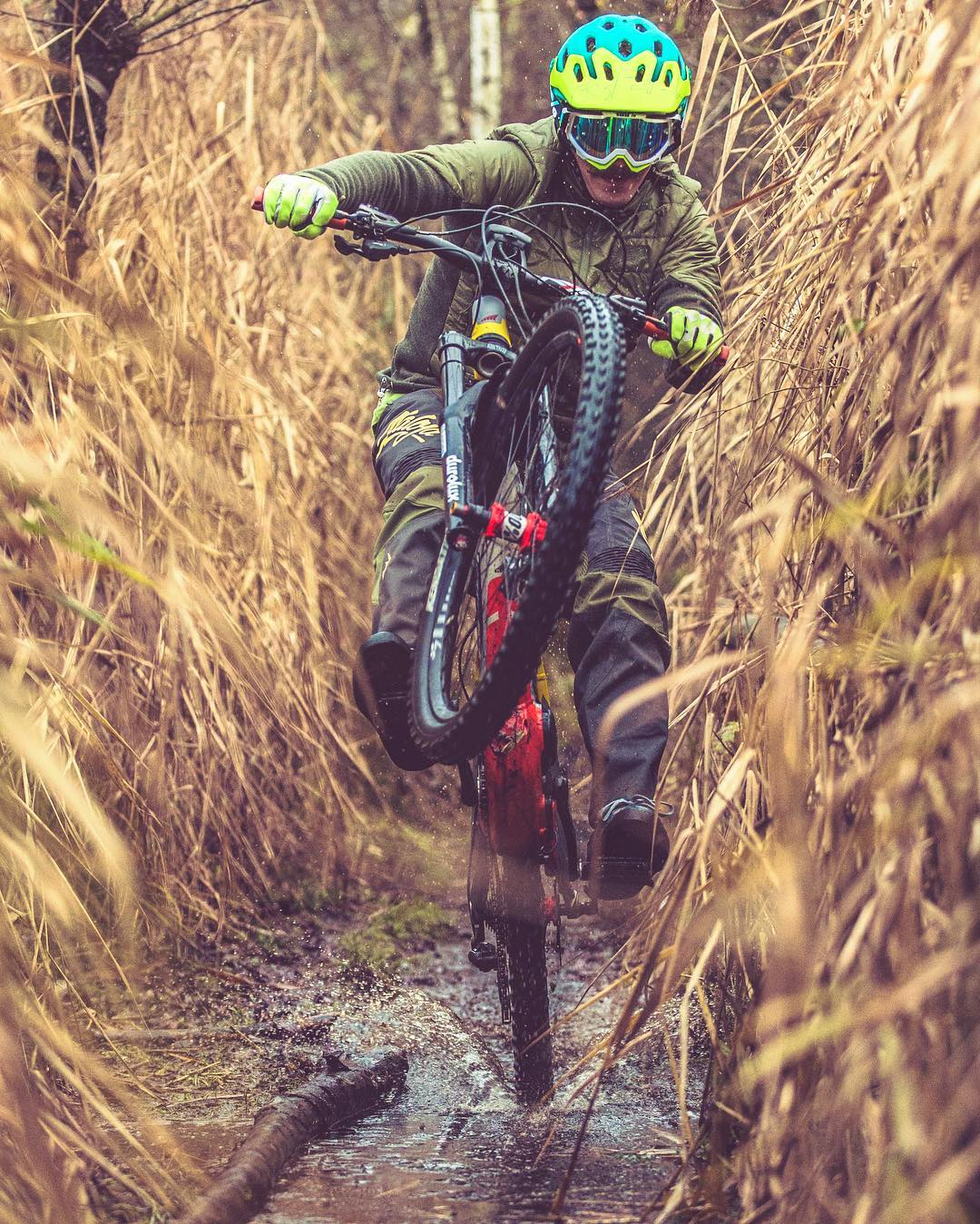 Rushing into the new week! @tschugg23 in effect! 📷 @hdc_m #xduro #mtb #emtb #ebike #nduro #enduro #ride100percent