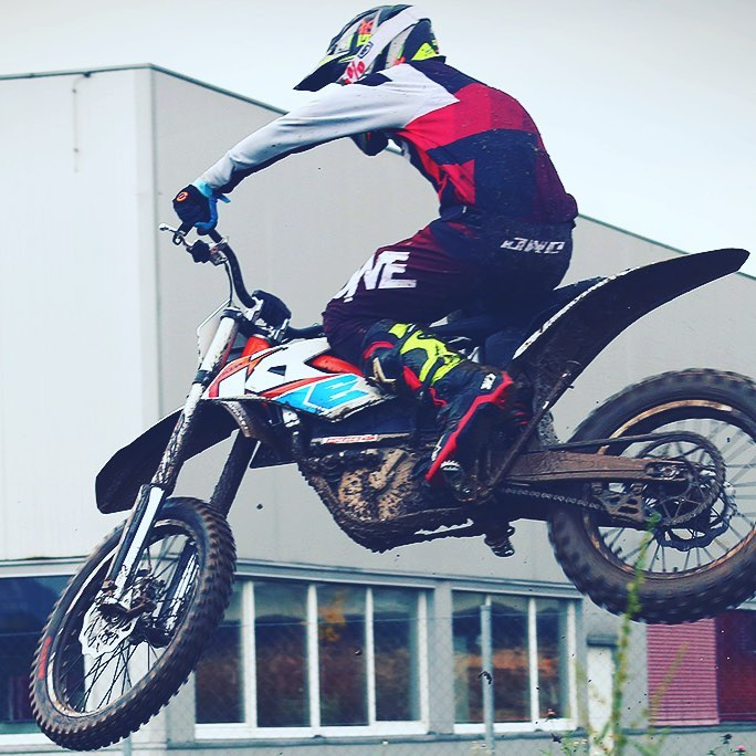 Spinning some laps on the #KTM #freeride e #moto #ride100percent #alpinestars