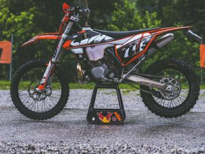 The DE 3 hunny for #twostroketuesday ! #ktm #enduro #300exc #moto #twostroke #ride100percent #fmfpower
