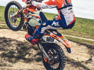 Challenge No.2, wheelie as much of the pump track as you can! The one who clears more bumps with their front wheel in the air wins! @tschugg23 VS @letti_189 challenge video coming soon (ish) @haibike_official #ktm #haibike #enduro #300exc