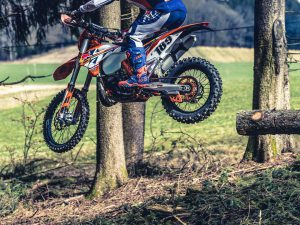 Threading the needle with @letti_189 and  @haibike_official 📷DE #ktm #moto #enduro