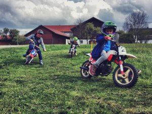 Amazing day riding with my kids at @tschugg23 's First time for my youngest ever riding a motorcycle. Possibly my favourite photo ever, thanks 📷Guido! #ride100percent #osset #yamaha #moto