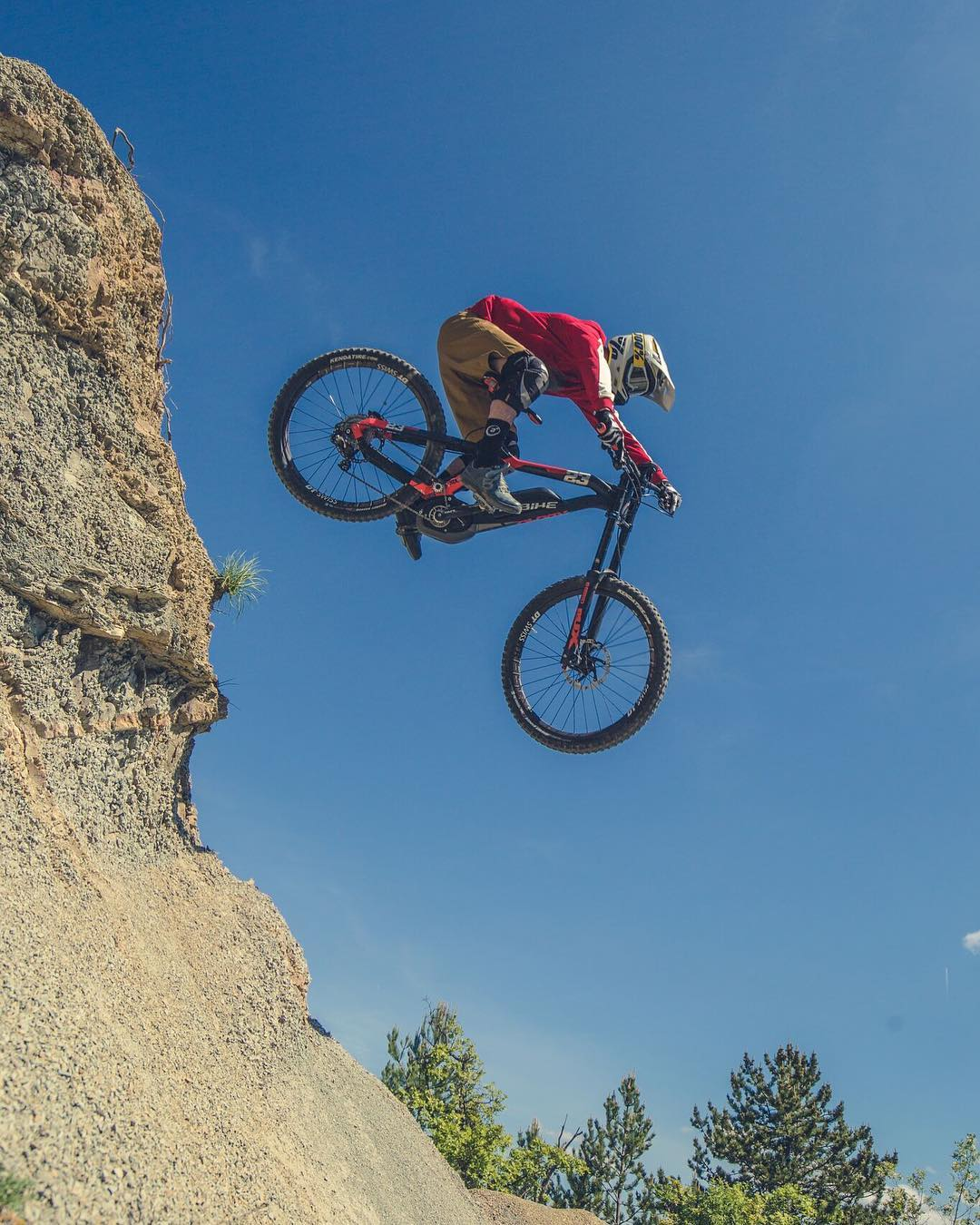 Pushing the riding to the limit. @tschugg23 📷 @hdc_m  #haibike #eperformance #xduro #dwnhll #emtb #ebike #downhill #mtb #weareeperformance #downhillmtb