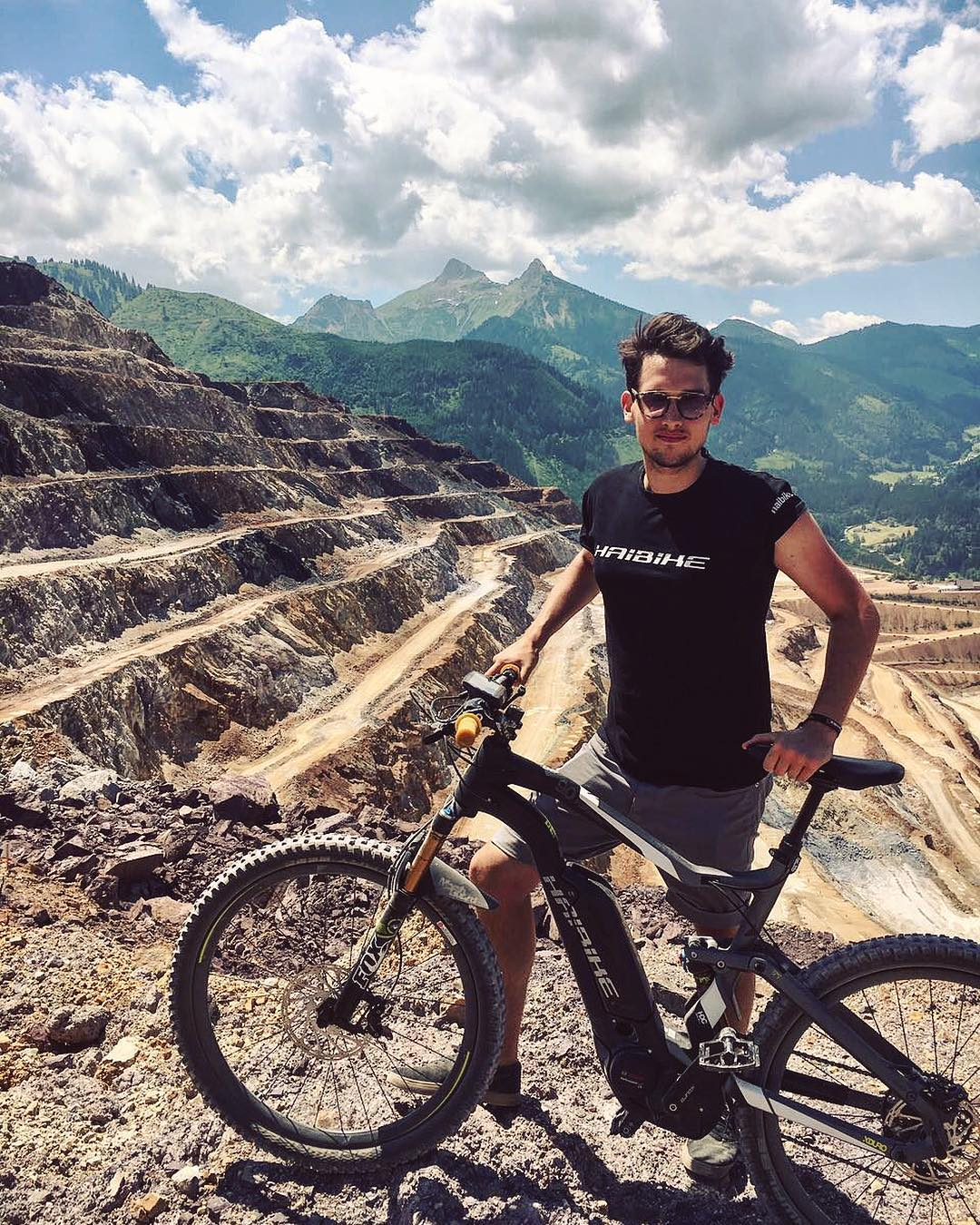 HDCM youngest crew member, the Italian Stallion @mengolor is proudly representing at 2017 Erzbergrodeo #haibike #erzberg #erzbergrodeo #emtb #emountainbike #weareeperformance #xduro