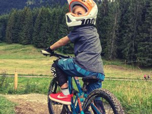 Having kids is by far the hardest thing I have ever done, but as they get a little older it just gets better and better. Ripping laps with my oldest is amazing! Also a little scary too as he has no fear! Thanks to @propain_bicycles for designing and building a kids bike which has such great handling and components that it at least makes me feel a little less nervous as he charges down! #kidswhoride #ride100percent #mtb