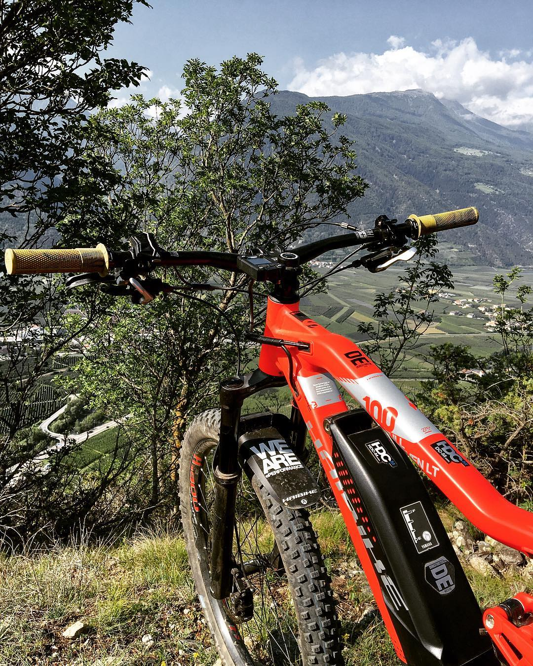 The new 2018 SDURO FullSeven LT 10.0. Top of the line trail bike pimped up with some deathgrips. #haibike #ridewithfriends #emountainbike #emtb #ebike #deathgrips #latsch #italy