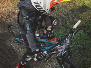 Riding Flowtrails with H. #frechdax #mtb #kidswhoride #ride100percent