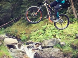 One of the rarely spoken about benefits of eBikes is how nice and stable they are in the air. I always felt comfortable jumping a motocross bike but was never than comfortable on a normal Mountain bike. The #AllMtn #xduro gave me the confidence to hit this Little Creek gap we found near the bottom of the legendary #hackelbergtrail