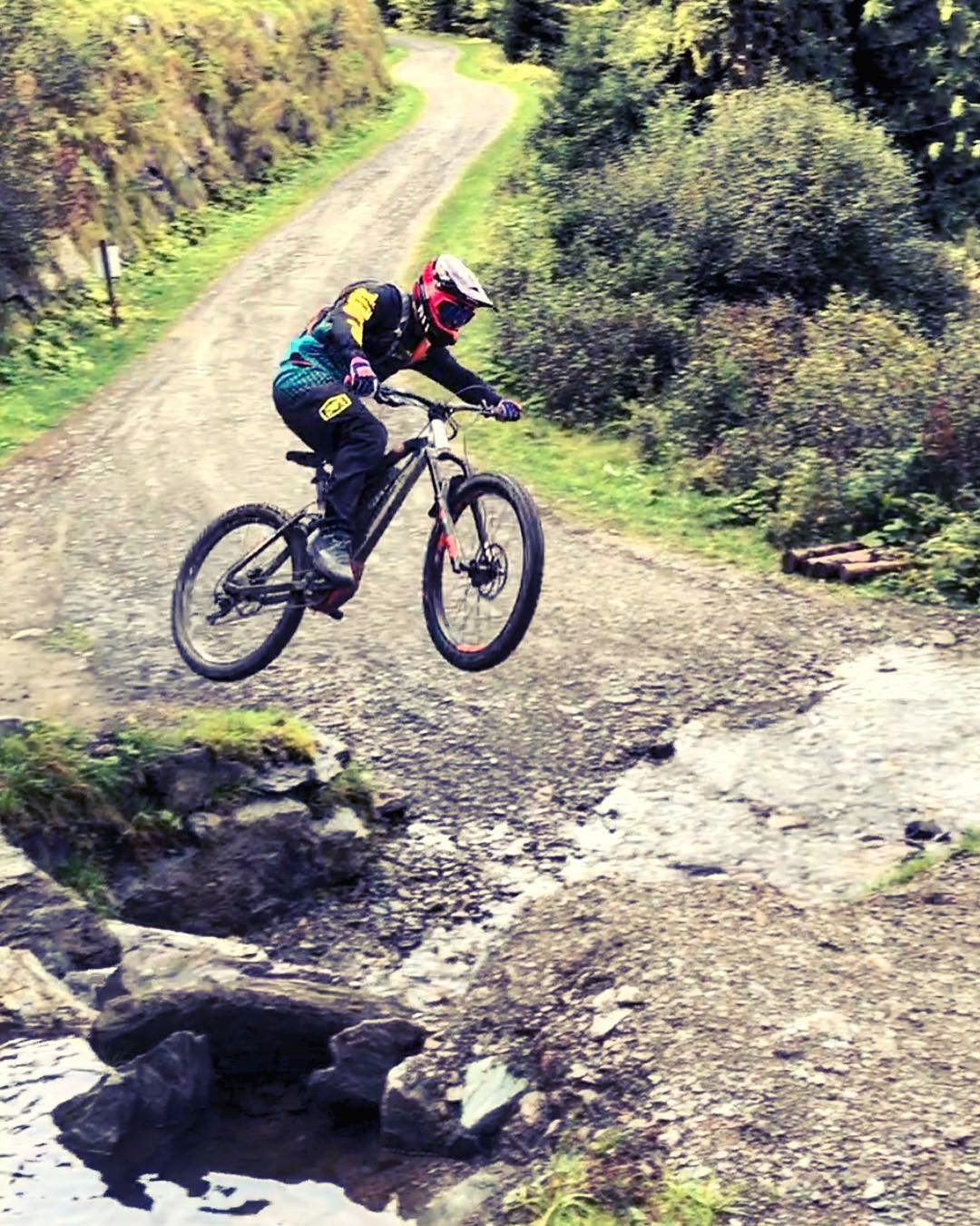 Little creek gap, hip jump thing we found in Saalbach. @derestricted sending it with @chris_ko19 getting the shot. We always discover a lot about what we do and don't like on the bikes when we ride them, but back to our day #design jobs tomorrow after a great team trip! #inspired #haibike #emtb #xduro #mtb #allmtn #ride100percent #rideordie